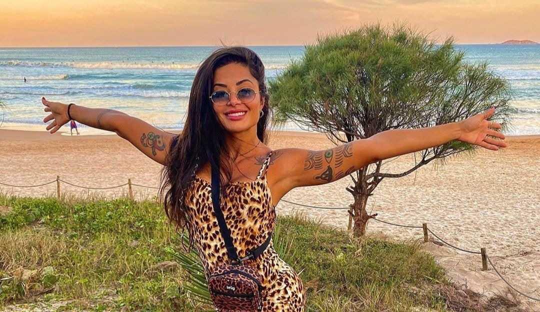 Aline Riscado divulga data de estreia do reality de futebol da SBT