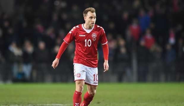Christian Eriksen, jogador da Dinamarca, sofre desmaio em partida da Eurocopa