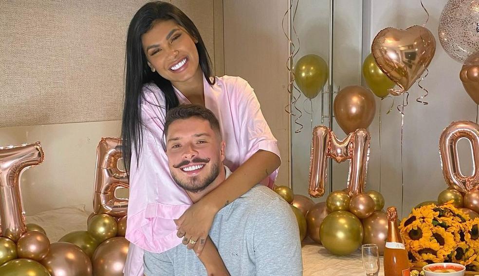 Pocah faz declaração para seu noivo nas redes sociais: 'Homem da minha vida'