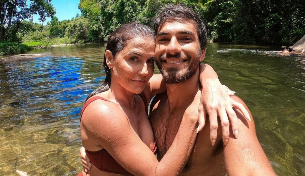 Deborah Secco relembra antiga simpatia e brinca com o marido: 'Não leu sites e revistas de fofoca'