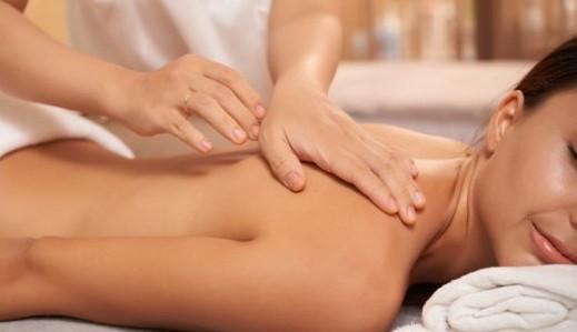 10 tipos de massagens para você relaxar e aproveitar o dia