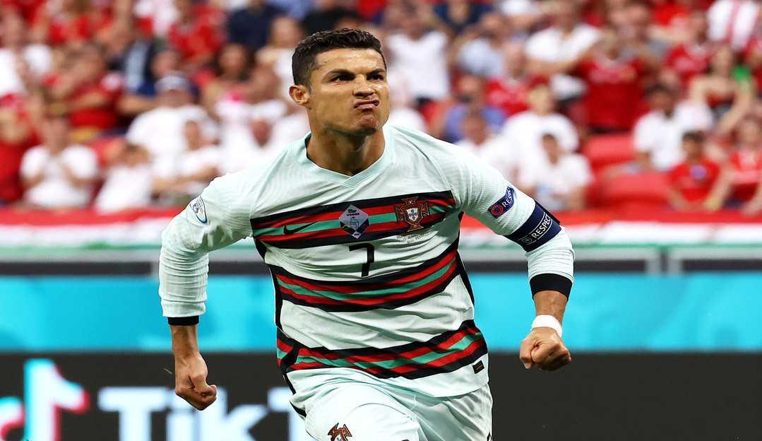 Cristiano Ronaldo atinge a marca de 300 milhões de seguidores no Instagram