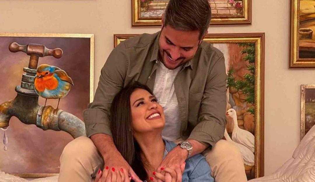 Simone e Kaká Diniz revelam sexo do bebê em live
