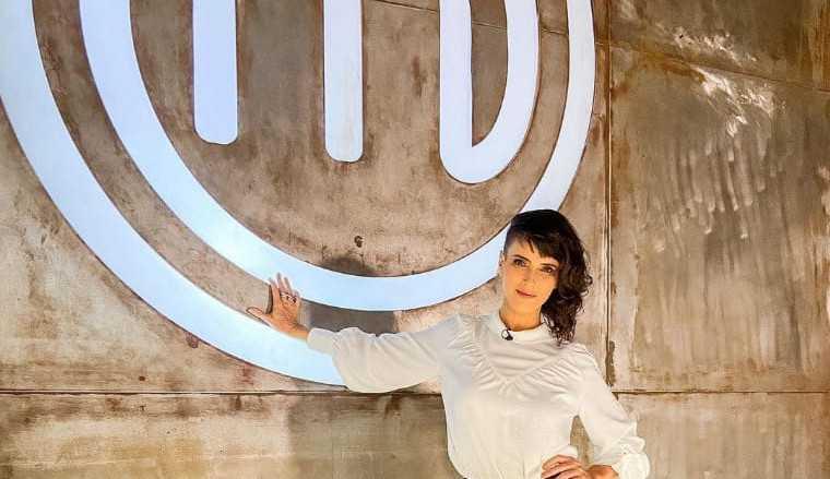 Helena Rizzo a nova jurada do MasterChef fala sobre o clima quente do programa 'Bicho Pega'