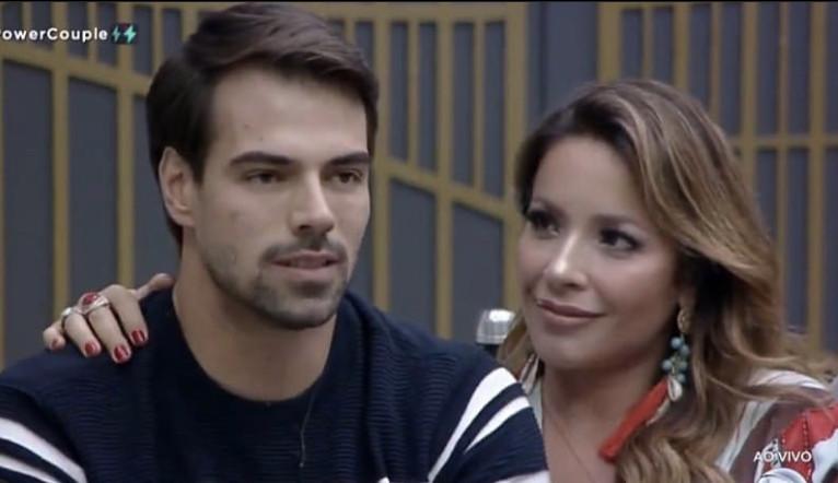 Renata desabafa após voto de Dani e Fábio: 'Me senti apunhalada'