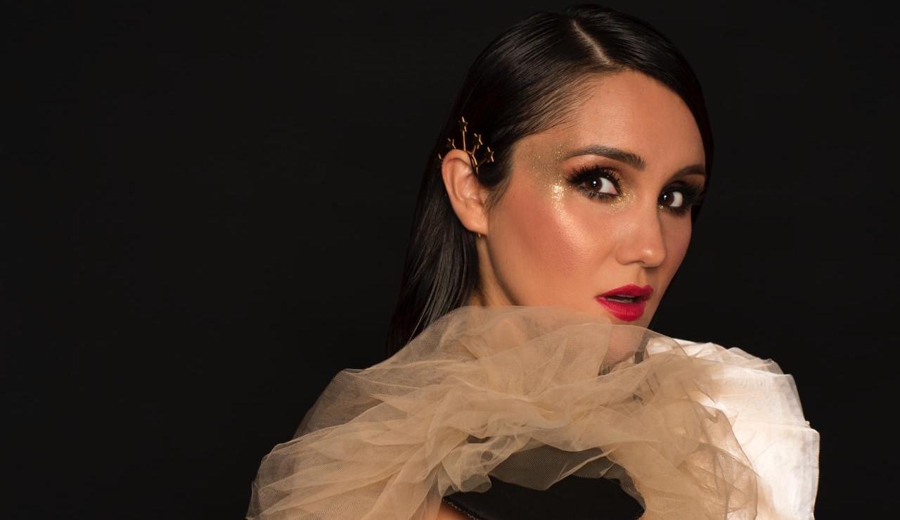 """Entrevista: Dulce Maria fala sobre o lançamento do single """"Amigos Con Derechos"""", novo álbum e mais!"""