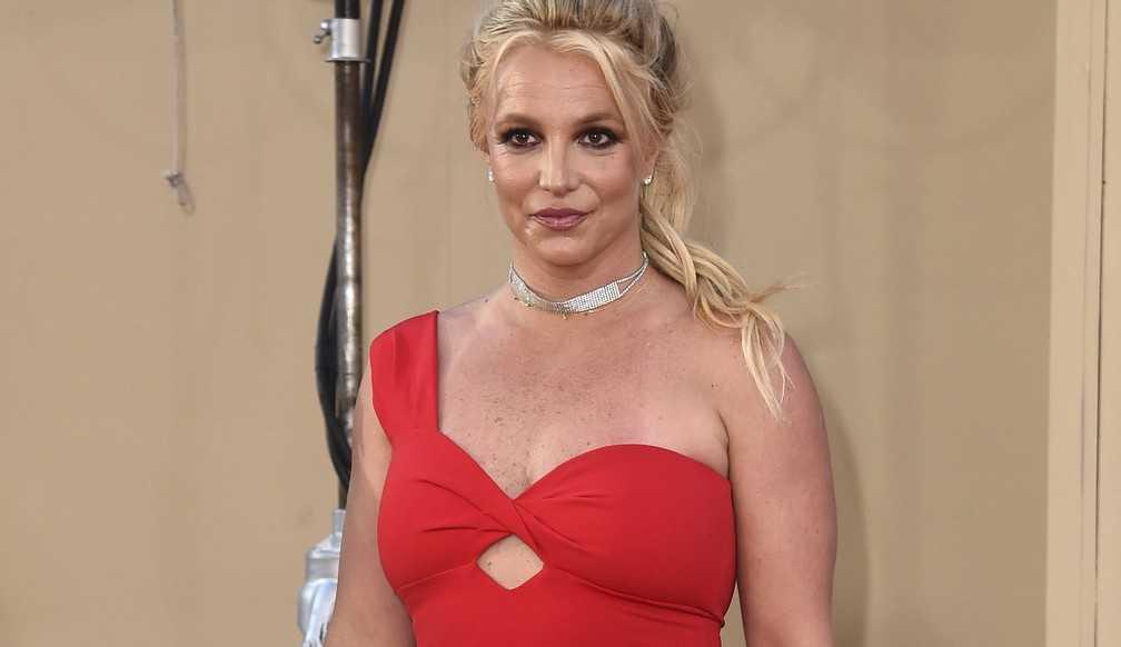 'Está com cara de pai' diz Britney Spears sobre seu namorado