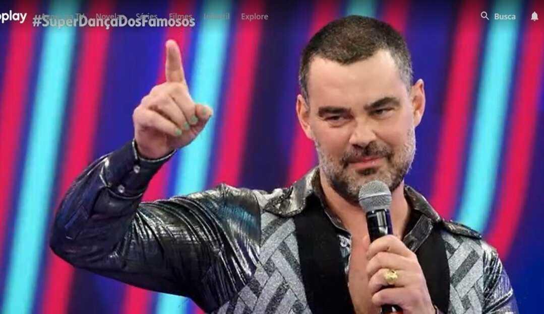 Ator Carmo Dalla Vecchia assume sua homossexualidade durante apresentação na 'Super Dança dos Famosos'