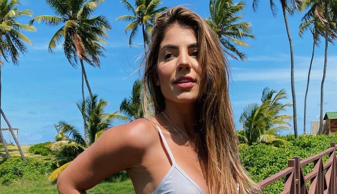 Hariany aparece com estrias em foto de biquíni e vira sucesso na internet