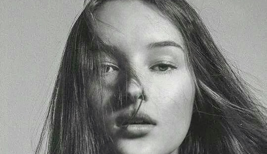 Mayara Wolfe: a nova queridinha das capas de revista.