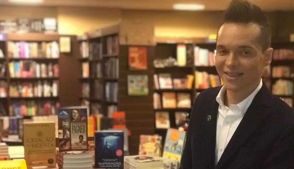 Ricardo Cabello promove campanhas de arrecadações de livros infantis