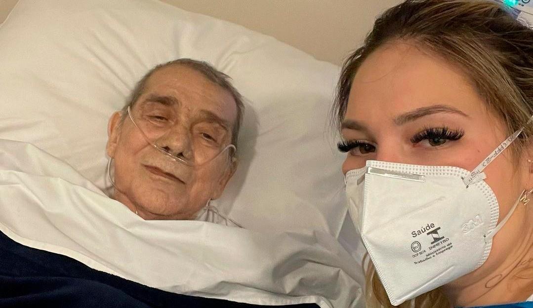 Virgínia Fonseca visita o pai, internado com pneumonia aguda