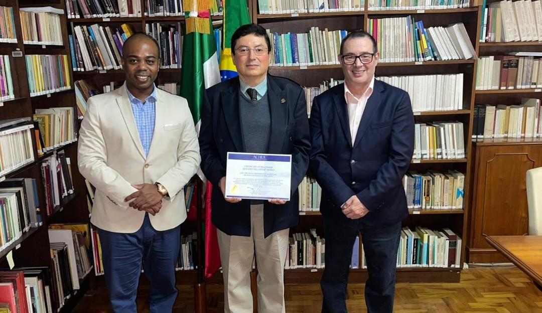 Cônsul do México no Brasil recebe prêmio do Embaixador Dr. Daniel Dias Machado PhD