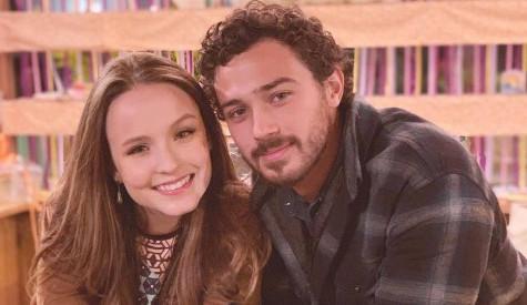 Larissa Manoela aparece com seu mais novo amor André Luiz Frambach