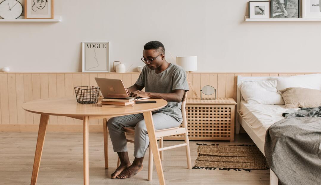 Popularização no home office contribuiu para o aumento do sedentarismo na população