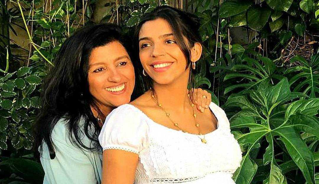 No dia do surdo, Regina Casé compartilha vídeo de conscientização ao lado da filha Benedita