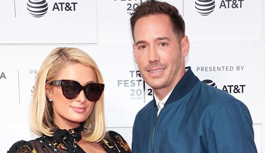 Após rumores sobre suposta gravidez, Paris Hilton desmente o boato em seu podcast: 'Estou esperando o casamento'