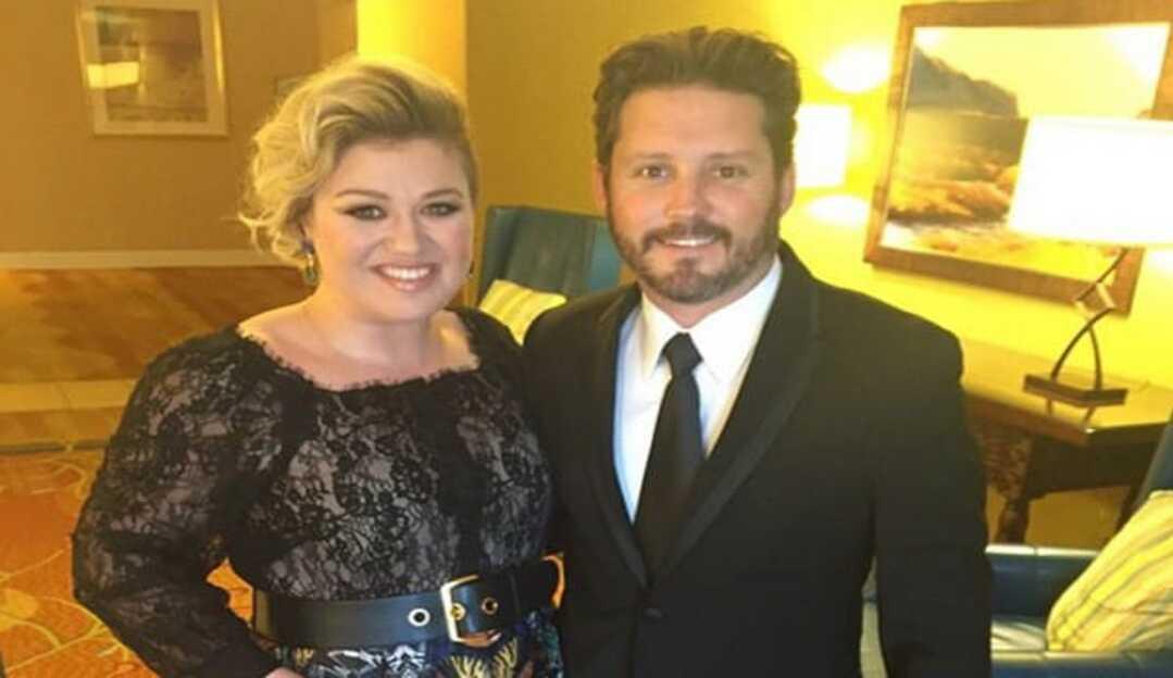 Kelly Clarkson é condenada pela justiça a pagar R$ 1 milhão de pensão ao ex-marido