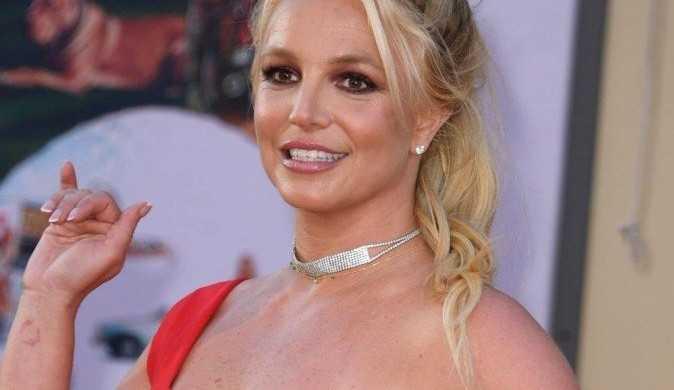 Britney Spears acredita ter sido roubada em meio a tutela e pede investigações de suas finanças.