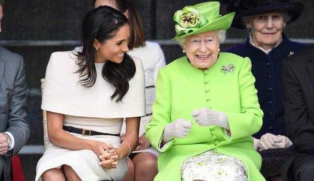 Membros da realeza britânica precisam obedecer regras de moda