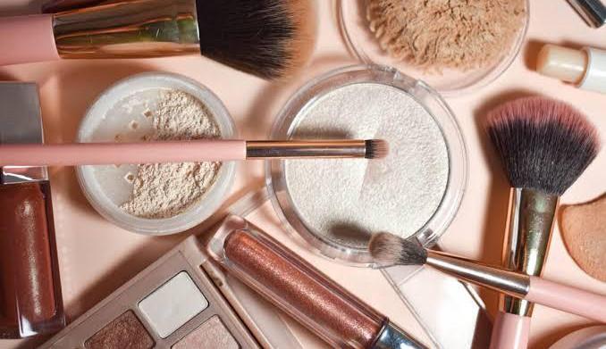 7 itens básicos de maquiagem para iniciantes
