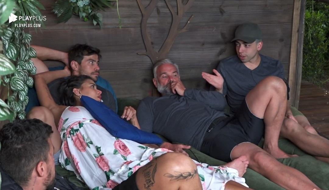 A fazenda 12: Peões conversam na casa da árvore e criticam ideia de homens contra mulheres