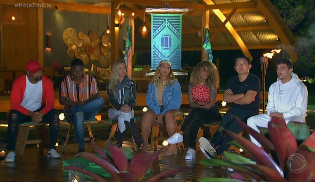 Ilha Record: Equipe Esmeralda critica voto de Thomaz em Dinei