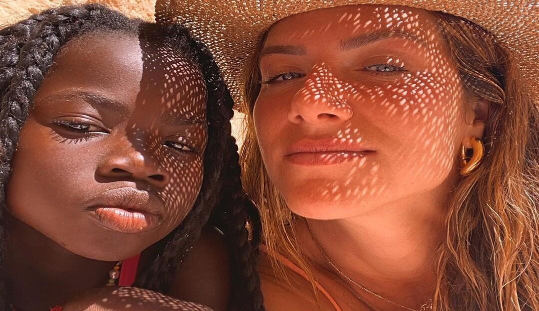 Giovanna Ewbank faz selfies lindas com Titi e se declara para filha: 'meu amor, minha best'