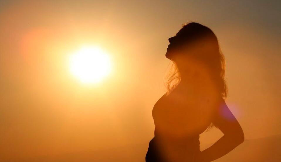Descubra alguns dos benefícios que o hábito de tomar sol traz