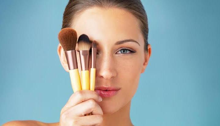 Conheça os diferentes tipos de pincéis de maquiagem e suas funções