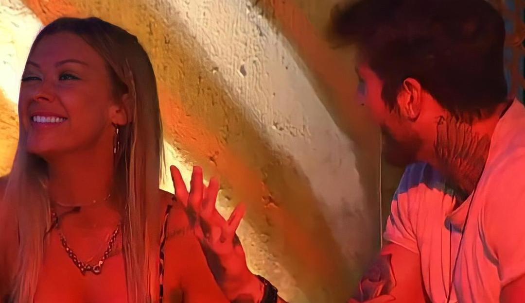Durante a festa no 'Ilha Record', Antonela foge das investidas de Claudinho e Nadja revela: 'Ele dá em cima de todas aqui'