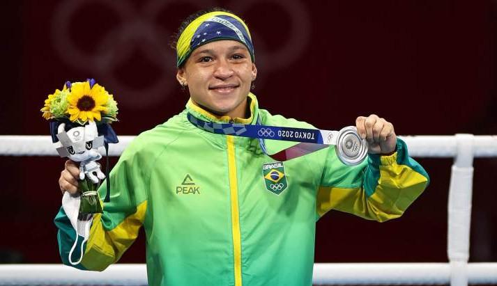 Beatriz Ferreira é medalha de prata no boxe feminino