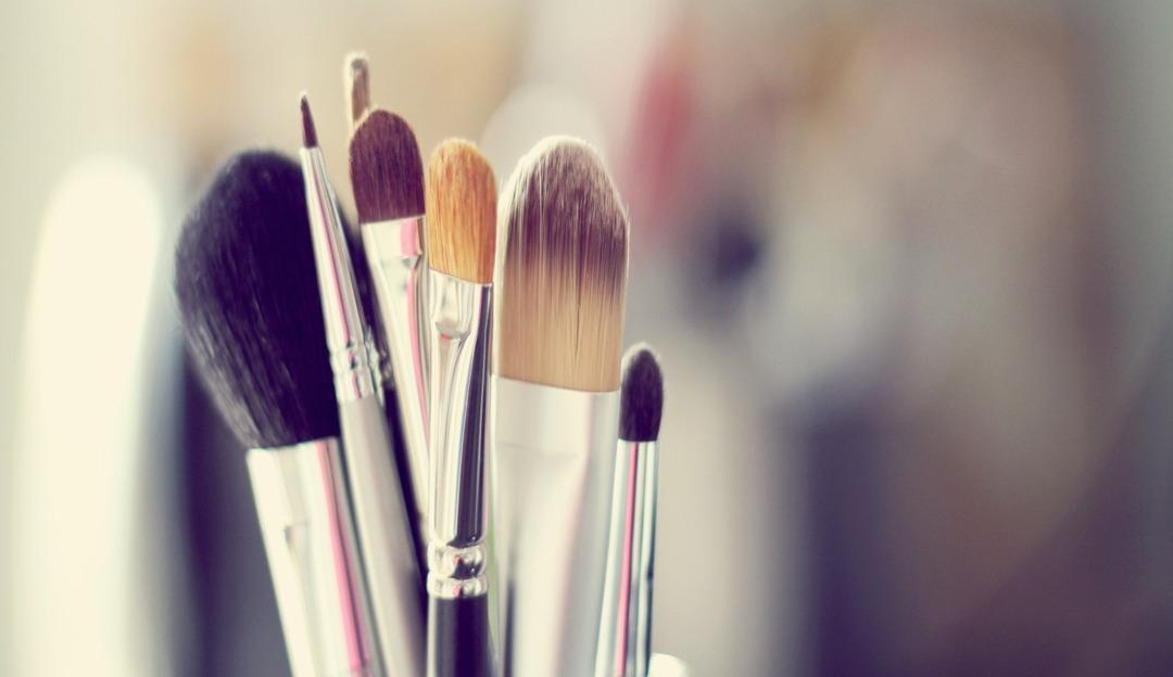 Aprenda a limpar corretamente seus pincéis de maquiagem