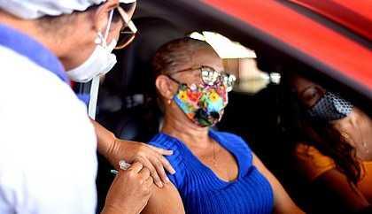 Terceira dose vai começar por idosos e profissionais da saúde, diz Queiroga