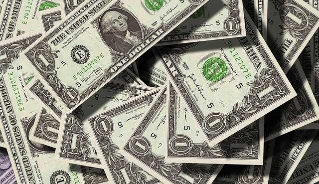 Dono do Louis Vuitton Bernard Arnault perde o posto de homem mais rico do mundo para Jeff Bezos