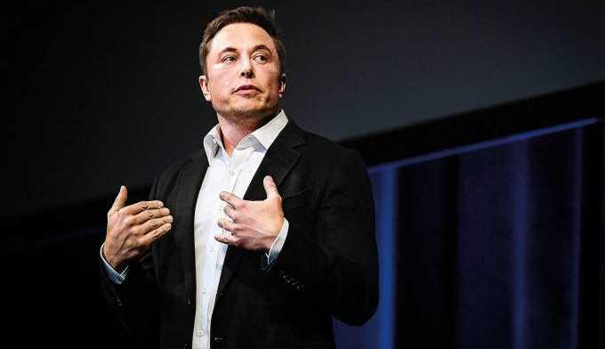 Elon Musk defende renda básica universal para reduzir o impacto sobre o uso de robôs no futuro