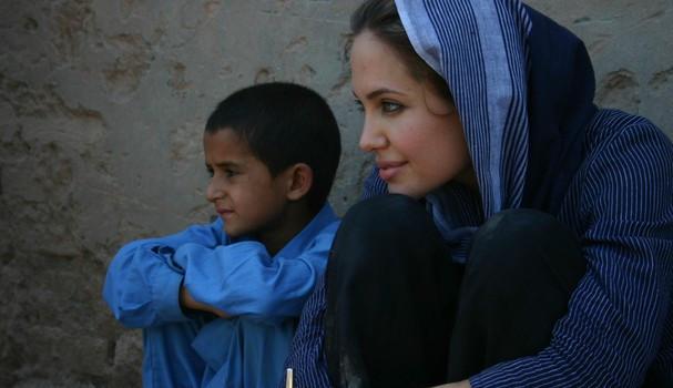 Angelina Jolie usa o Instagram para falar sobre seu trabalho com refugiados: 'acredito apaixonadamente nos direitos humanos'