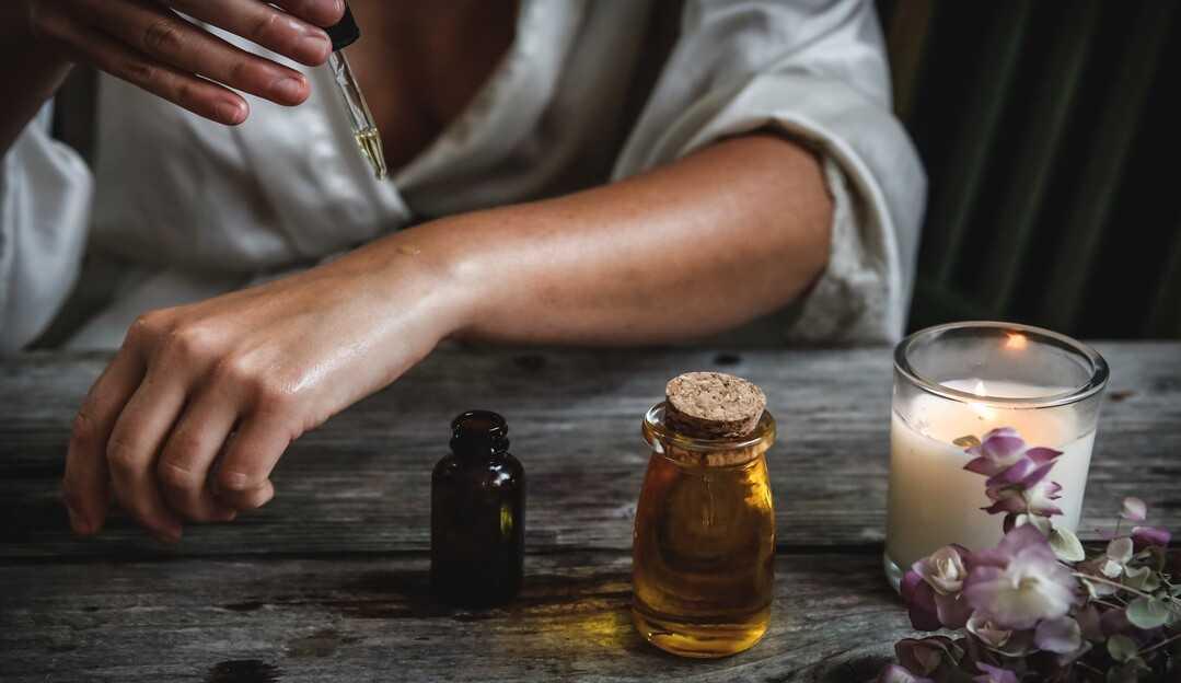 Aromaterapia: óleos essenciais que tratam do corpo e da mente através do olfato