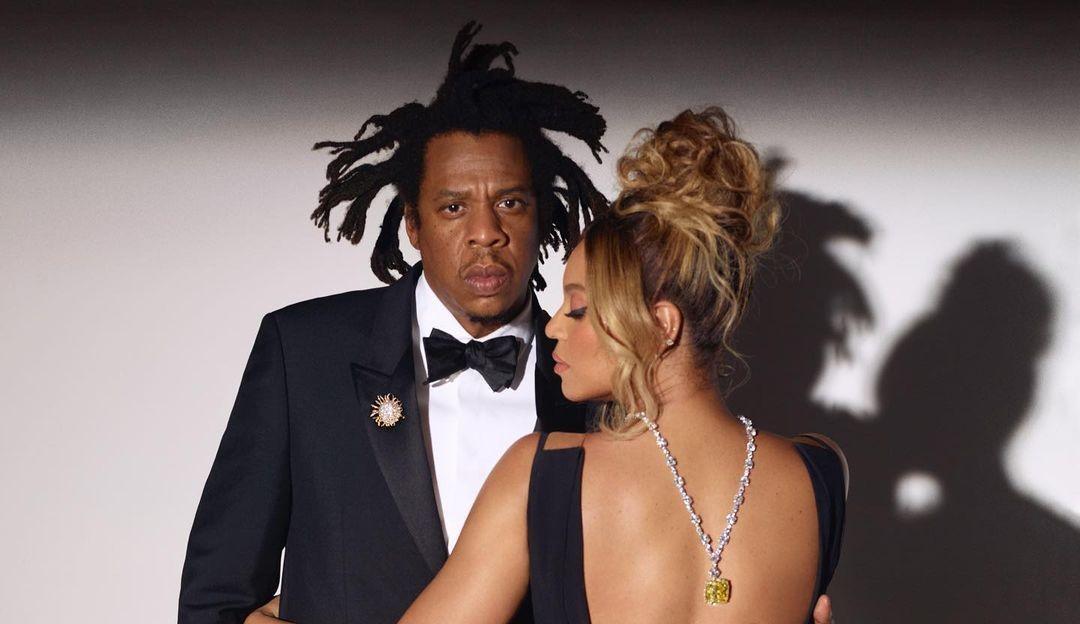 Beyoncé ostenta colar avaliado em R$161 milhões de reais