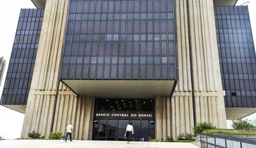Real desvalorizado faz remessas de brasileiros no exterior baterem recorde