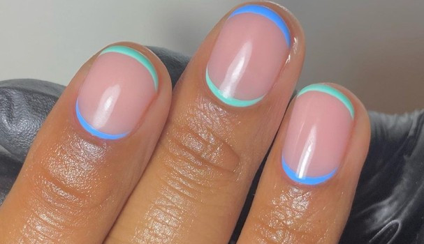 Conheça a nova tendência de nail art: cutícula espelhada