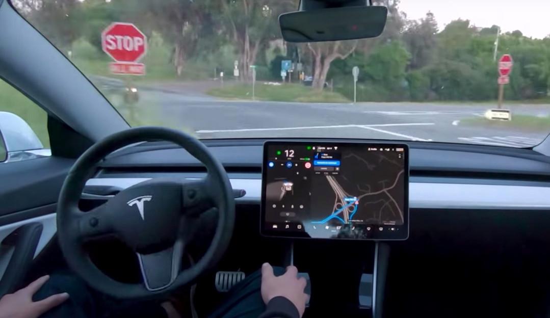 EUA investiga falhas no piloto automático da Tesla