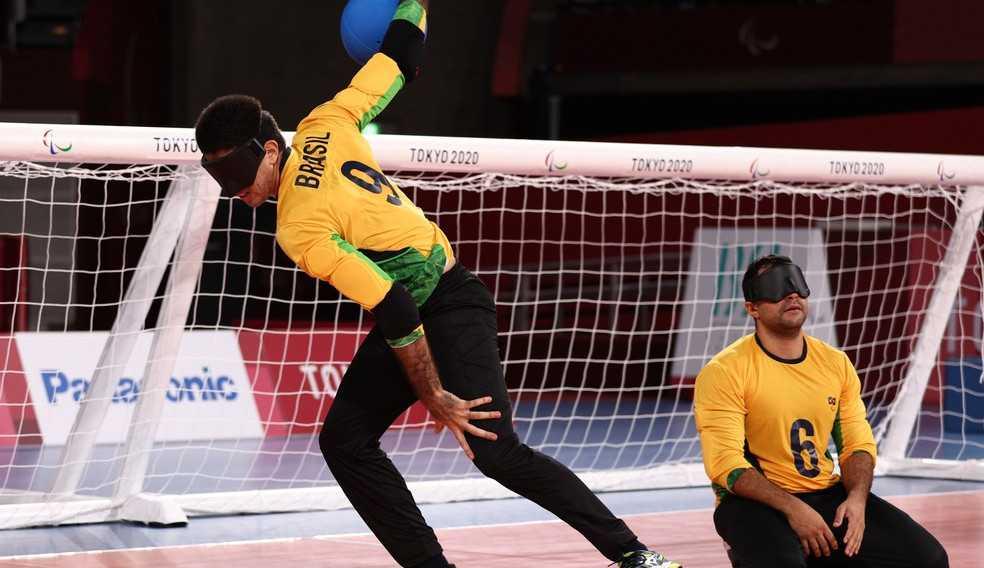 Com show de trio brasileiro, seleção passa por cima da atual campeã paraolímpica no goalball e estréia a competição com moral.