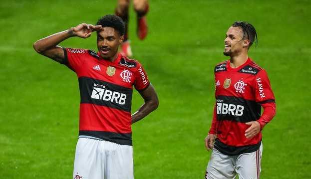 Flamengo mostra consistência tática e goleia Grêmio, garantindo vantagem nas quartas da Copa do Brasil
