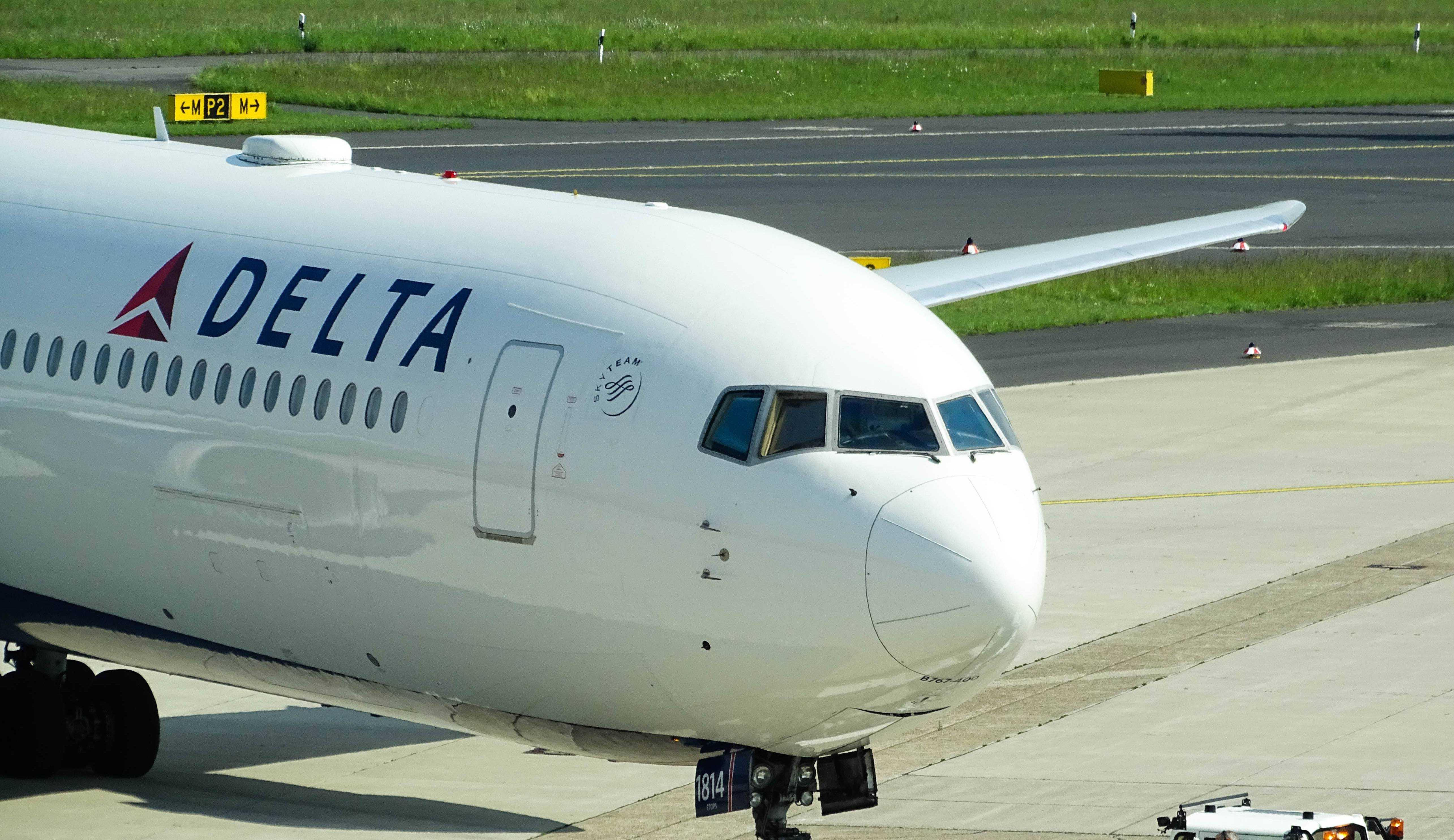 Delta Airlines vai cobrar taxa de funcionários não-vacinados