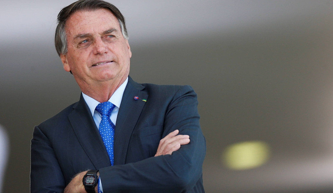"""Tem que todo mundo comprar fuzil"", recomenda presidente Jair Bolsonaro"