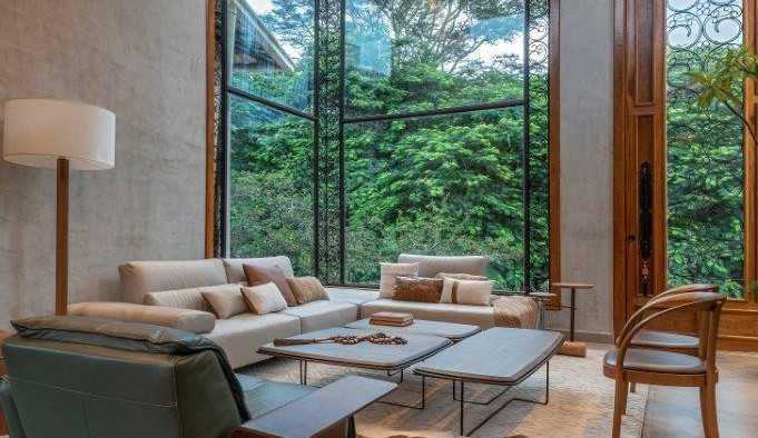 Arquiteto João Daniel apresenta imóvel com ambiente família intimista e iluminado pelo sol das manhãs