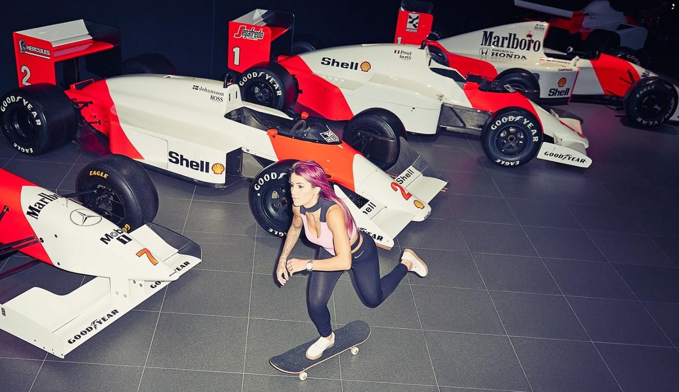 Skatista Letícia Bufoni faz tour radical na McLaren