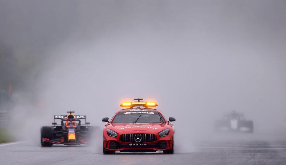 GP da Bélgica: chuva paralisa a prova, Max Verstappen ganha sem dar uma volta e encosta em Hamilton na liderança