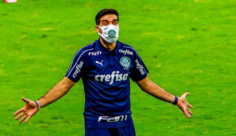 Com os rivais se reforçando, Palmeiras corre por fora e os torcedores cobram contratações